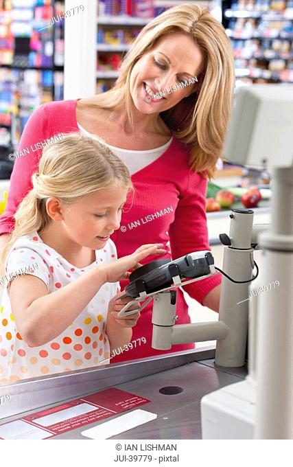 mother, daughter, family, paying, buying, shopping, supermarket, checkout