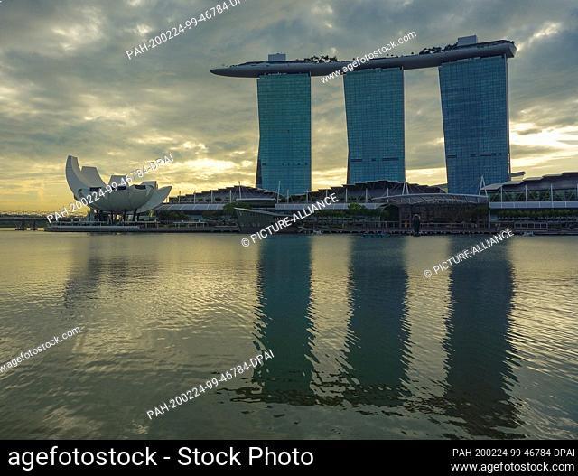 30 November 2019, Singapore, Singapur: Marina Bay Sands Hotel. Photo: Patrick Pleul/dpa-Zentralbild/ZB. - Singapur/Singapore/Singapore