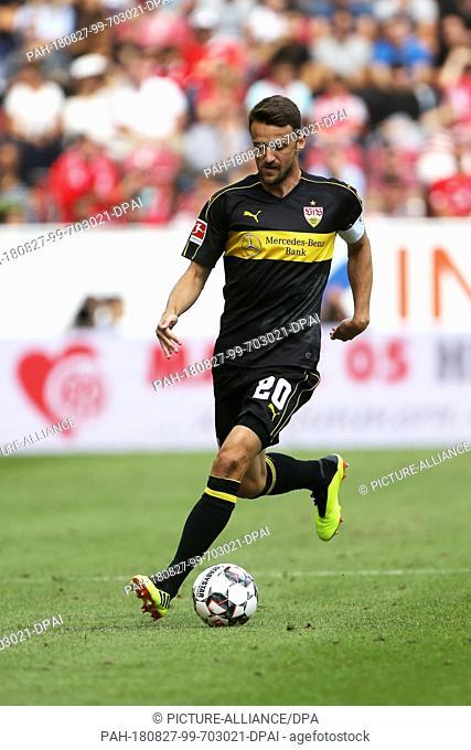 26 August 2018, Mainz, Germany: Soccer, Bundesliga, FSV Mainz 05 vs. VfB Stuttgart, 1st matchday in the Opel Arena. Stuttgart's Christian Gentner