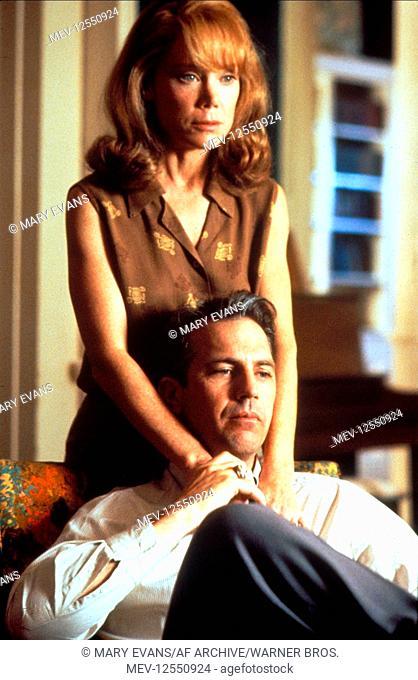 Sissy Spacek & Kevin Costner Characters: Liz Garrison & Jim Garrison Film: Jfk; J.F.K. (USA/FR 1991) Director: Oliver Stone 20 December 1991