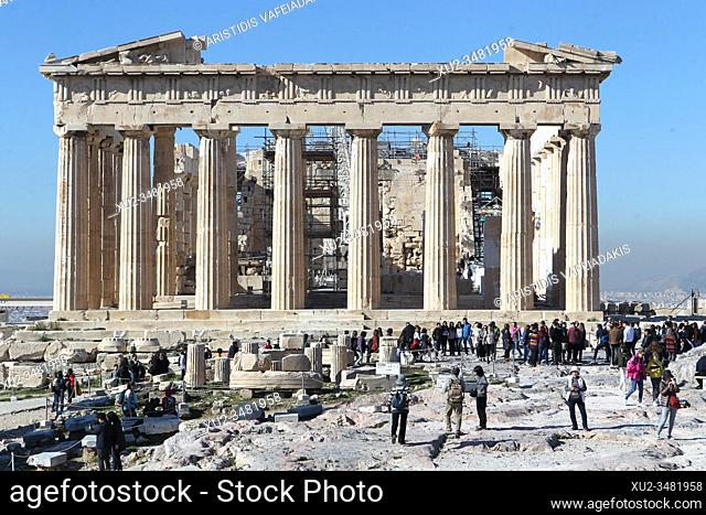 A few Chinese visit Acropolis after the decision of The Hellenic Republic to close its visa centers in Mainland China, thus stop receiving applications and...
