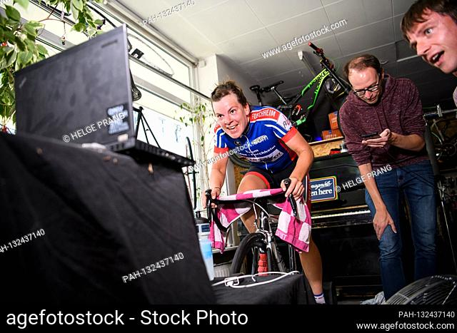 Cyclist Lisa Kromm, from the Bundesliga women's team Baden-Forchheim during a virtual Bundesliga bike race, on the right team boss and sporting director Thomas...