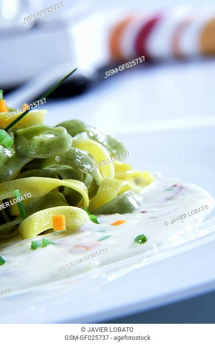 Pasta with cream and vegetables