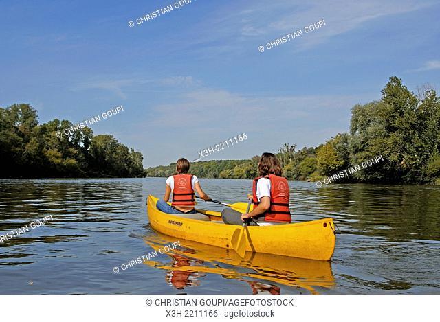 canoeing on Loire river, La Charite-sur-Loire, Nievre department, Burgundy region, France, Europe