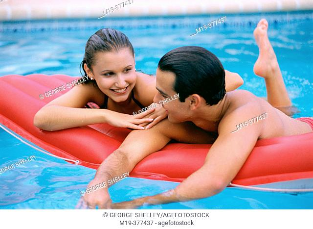 hisp couple in a swiming pool