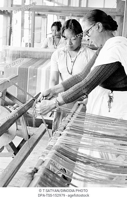 Weaving centre in c