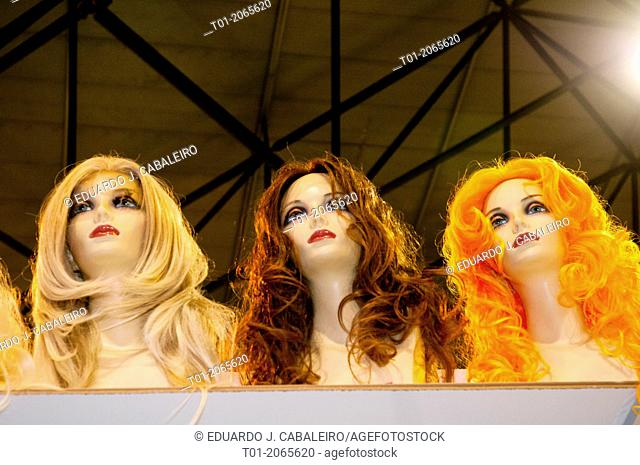 Mannequins with colourful wigs