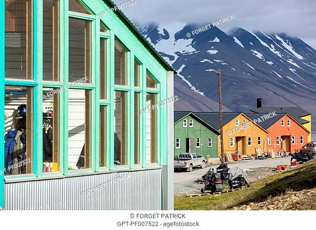 CITY OF LONGYEARBYEN, THE NORTHERNMOST CITY ON EARTH, SPITZBERG, SVALBARD, ARCTIC OCEAN, NORWAY
