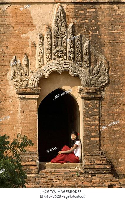 Young burmese woman, Dhammayangyi Temple, Bagan, Myanmar, Burma, Southeast Asia