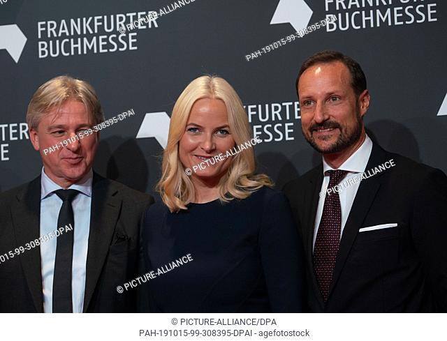 15 October 2019, Hessen, Frankfurt/Main: Juergen Boos (l-r), Director of the Frankfurt Book Fair, Crown Princess Mette-Marit of Norway