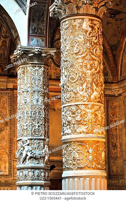 Firenze (Italy): columns in the first courtyard of Palazzo Vecchio (Palazzo della Signoria)