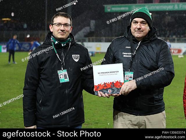 firo: 02.03.2020 Football, 2019/2020, 3.Bundesliga: SC Preussen Munster Preussen SCP - Hansa Rostock 1: 0 civil courage award left Dirk Stiller left