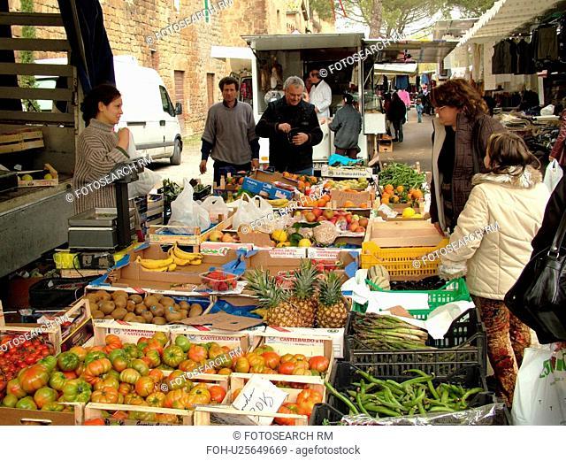 street market, Tuscany, Italy, Buonconvento, Toscana, Europe, Outdoor market in the village of Buonconvento