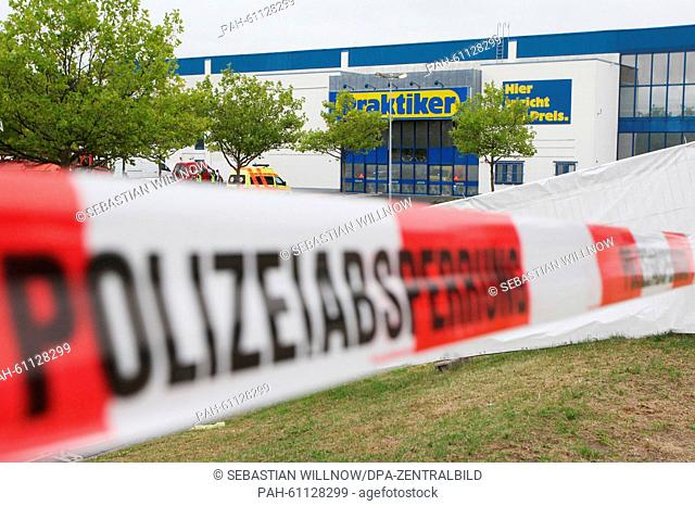 A police cordon in front of the asylum seekers' accommodation centre in Heidenau, Germany, 28 August 2015. A welcome party was organised by Buendnis Dresden...