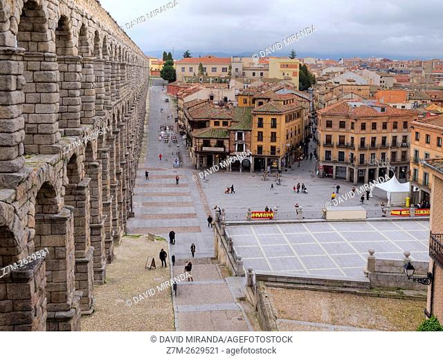 Plaza del Azoguejo y acueducto de Segovia, Castilla León, España