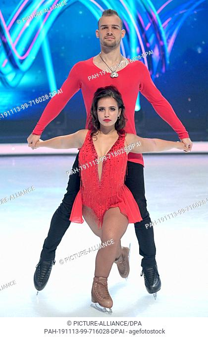13 November 2019, North Rhine-Westphalia, Cologne: The actor Eric Stehfest and the figure skater Amani Fancy are standing in the studio on an ice rink during a...