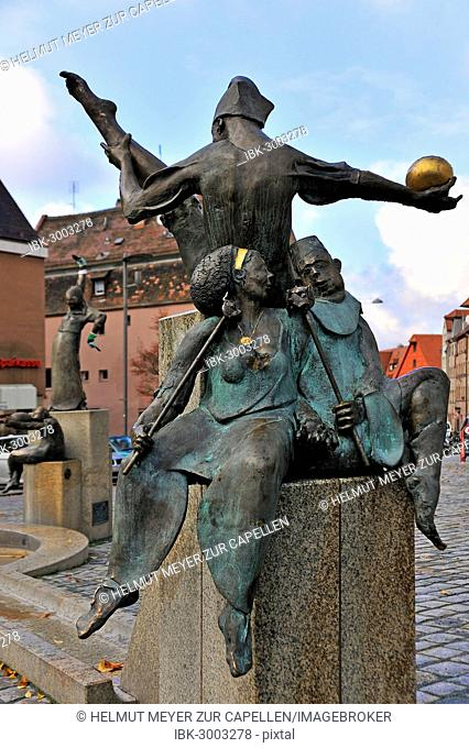 Statues on the Gauklerbrunnen well by artist Harro Frey, Gruener Markt square, historic district, Fürth, Middle Franconia, Bavaria, Germany