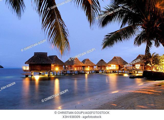 bungalows sur pilotis,hotel Maitai Polynesia, Bora-Bora,iles de la Societe,archipel de la Polynesie francaise,ocean pacifique sud