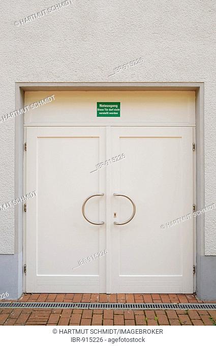 Doublewinged emergency exit door with a singn, this door has to be kept free