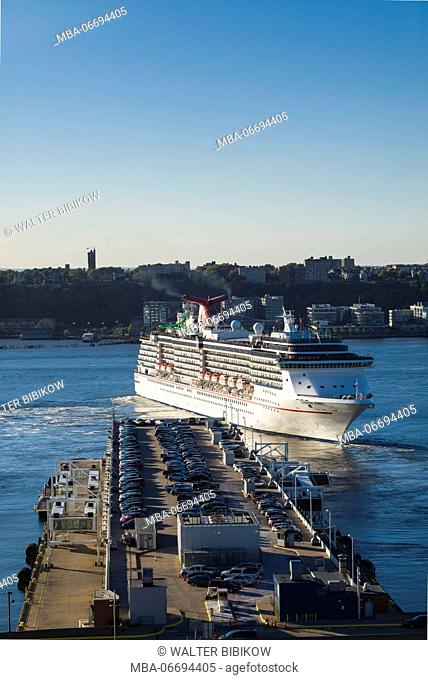 USA, New York, New York City, Mid-Town Manhattan, Hudson River, cruiseship, elevated view