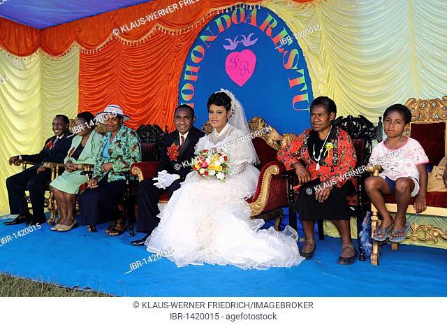 Modern wedding of the Dani tribe in Wamena, bride with make-up to lighten her skin, Wamena, Baliem Valley, Irian Jaya, Indonesia, Southeast Asia, Asia