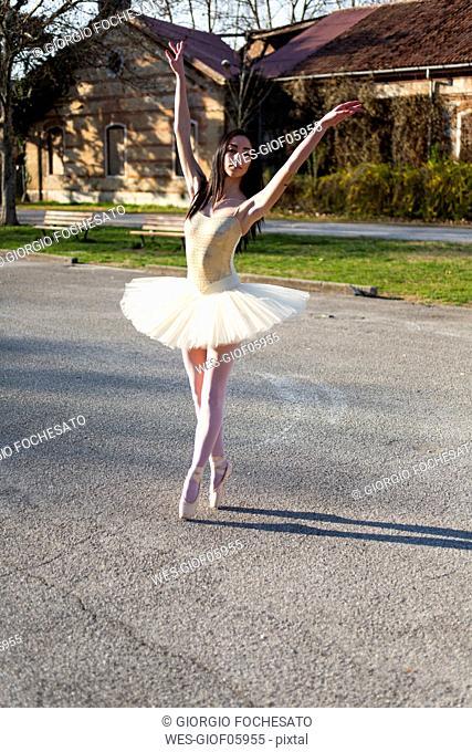 Italy, Verona, Ballerina dancing in the city