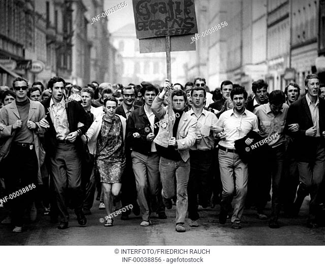 politics, demonstrations, Germany, protest against emergency laws, students running with banner on the street, Munich, May 1968.