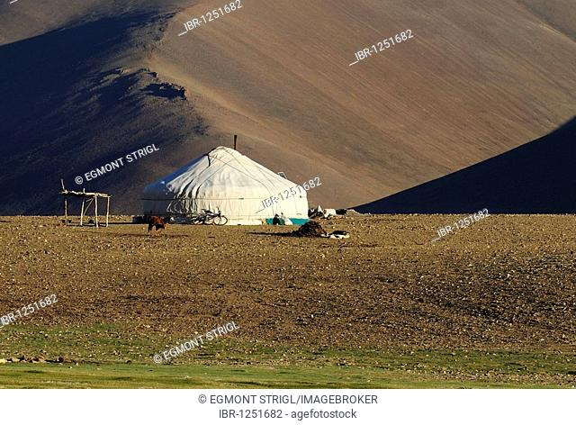 Nomad yurt in the Mongolian steppe, Aimak Bayan Ulgi, Altai Mountains, Mongolia, Asia