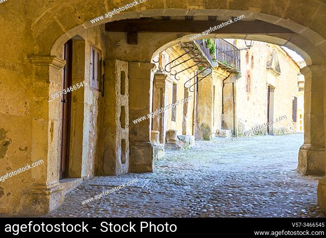 Passage to Plaza Mayor. Pedraza, Segovia province, Castilla Leon, Spain