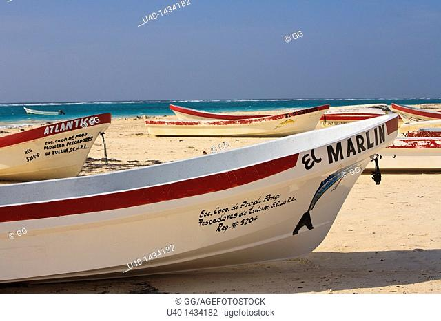 Mexico, fishing boats on the beach