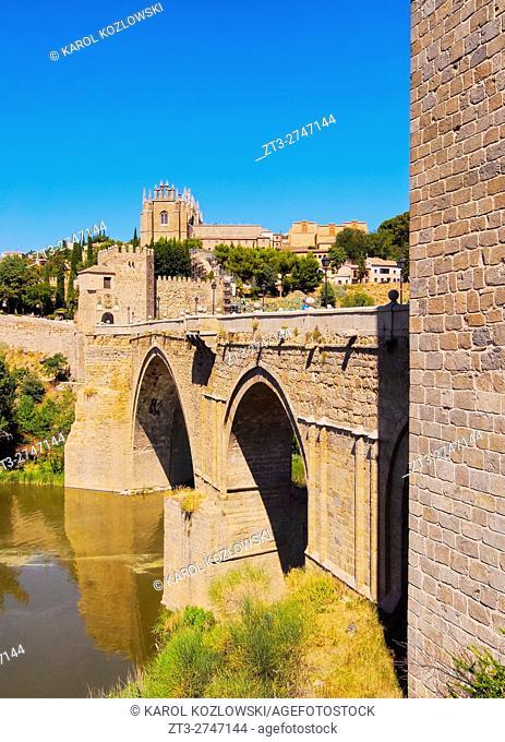 Spain, Castile La Mancha, Toledo, View of the San Martin's Bridge over the Tagus River.