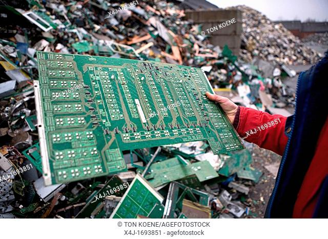 Reclycling of computer parts All municipalities in The Netherlands are required to provide known collection points for recyclable and/or hazardous materials All...