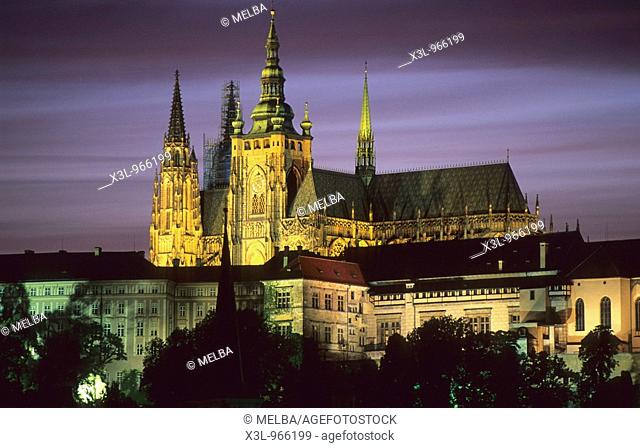 St  Vitus cathedral and Prague Castle at dusk  Czech Republic