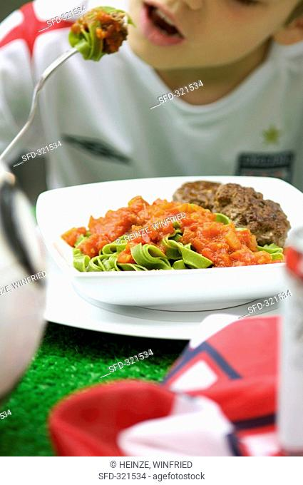 Green ribbon pasta with tomato sauce and burgers