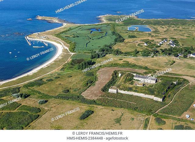 France, Morbihan, Hoedic, Louis Philippe fort and port de la Croix (aerial view)