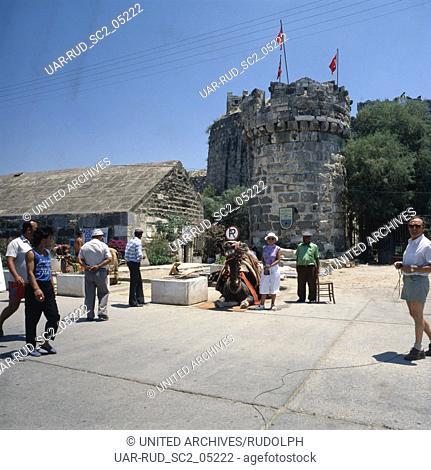 Hafen mit Festung in Bodrum, Türkei 1980er Jahe. Marina and fortress at Bodrum, Turkey 1980s