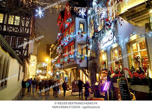 France, Bas Rhin, Strasbourg, old town listed as World Heritage by UNESCO, Winstub Le Gruber decorated during the Christmas market rue du Maroquin