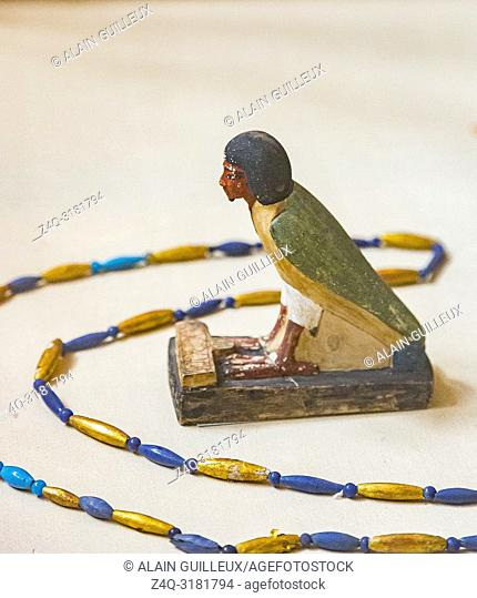 Egypt, Cairo, Egyptian Museum, from the tomb of Yuya and Thuya in Luxor : Ba bird of Yuya, limestone, with an offering table in the shape of the Hotep sign