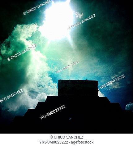 The sun shines over the Pyramid of the Sun in Chichen Itza, Yucatan, Mexico