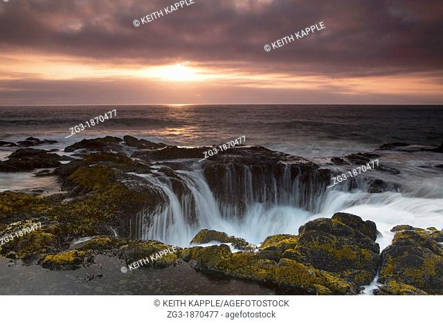Thor's Well at Sunset, Cooks Chasm, Cape Perpetua, Oregon, USA