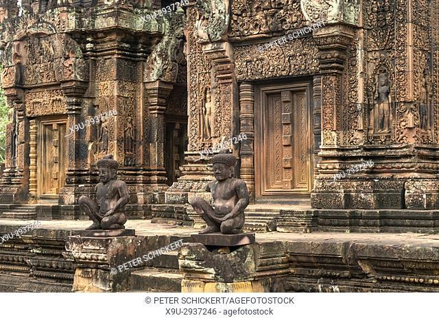 Wächterfiguren in der hinduistische Tempelruine Banteay Srei, Angkor Region, Kambodscha, Asien | temple guards at hindu temple ruin Banteay Srei, Angkor region