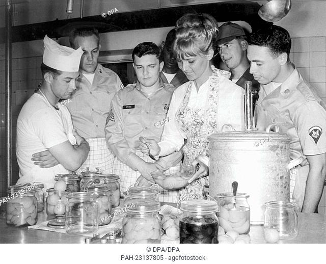 Soldiers of the U.S. army learn to can fruits with a German cook in a cookery course in the McGraw barracks in Munich on 24 June 1964