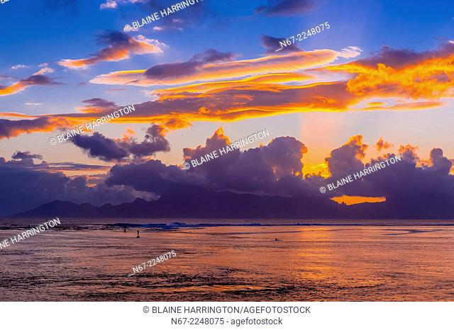 Sunset over the island of Moorea, seen from Manava Suite Beach Resort, Punaauia, Tahiti, French Polynesia
