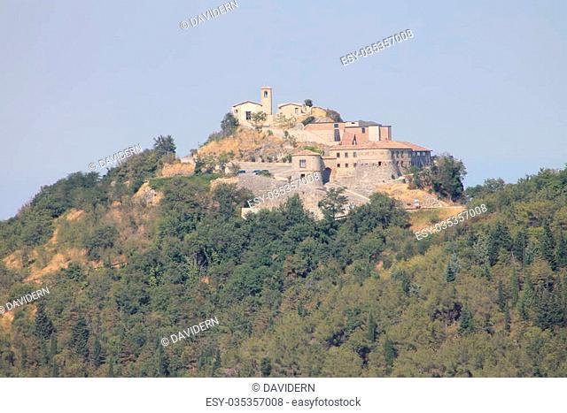 La parte alta di Torriana (Rimini) vista da Montebello