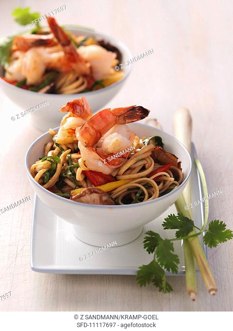 Oriental noodle salad with prawns