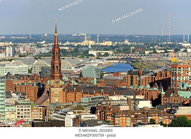 Germany, Hamburg, Speicherstadt and St. Catherine's Church