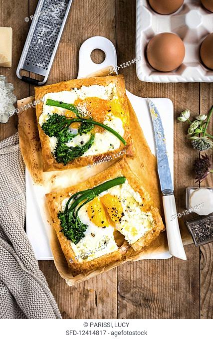 Galettes with fried eggs and broccoli