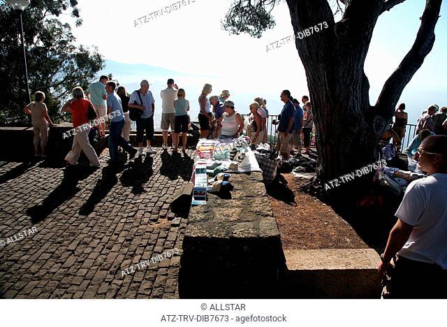 LOCAL STALL & TOURISTS; CABO GIRAO, MADEIRA; 12/07/2007