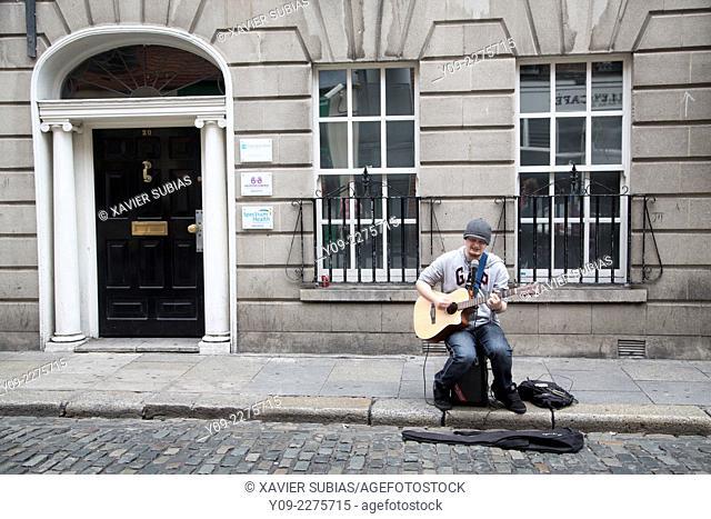 Busker in street, Temple Bar, Dublin, Leinster, Ireland
