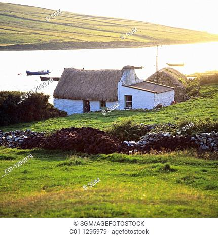 Thatched cottage, Clifden bay, Connemara, county Galway, Ireland